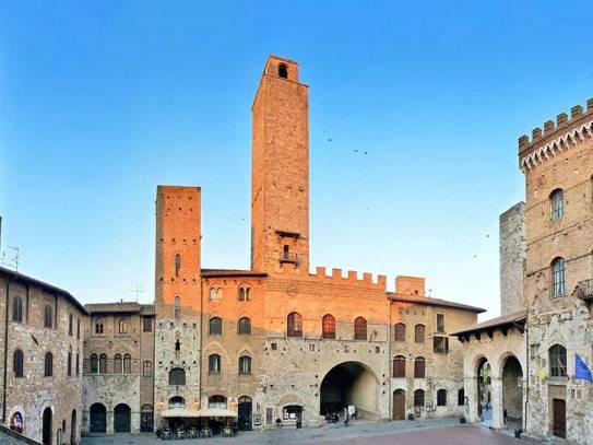 san_gimignano_piazza_duomo